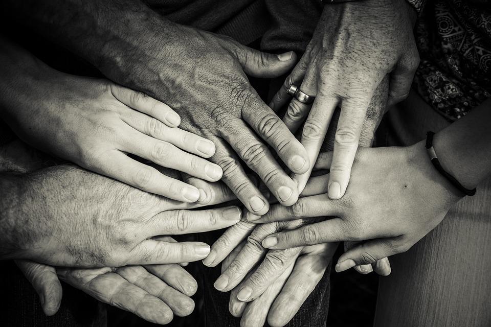 hands-4114905_960_720.jpg